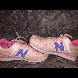 New balance sneaker size 6 pastel pink